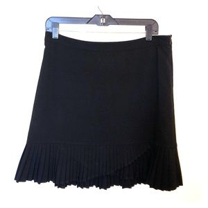Black Mid Thigh pleated skirt!